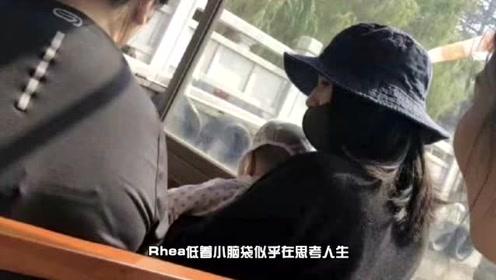 网友横店偶遇高圆圆低调外出 单手抱女儿母爱满满