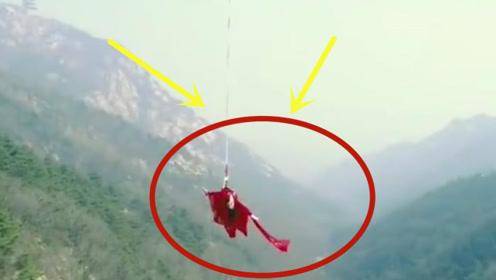 美女穿红色汉服跳玻璃桥!纵身一跃,反正我心拔凉拔凉的!