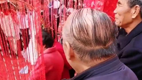 大爷这头发长得颗粒无收 硬是给表现的五谷丰登啊