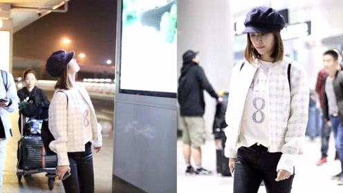 林心如走机场,戴报童帽穿小香风灵动俏皮