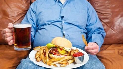 当初那个小伙将女友养成三百斤重,睡塌过3张床,现在情况怎么样了