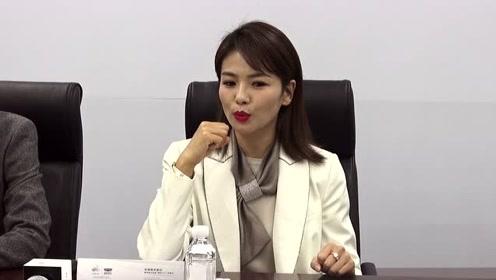 刘涛白色西装出席代言活动 干练范儿十足