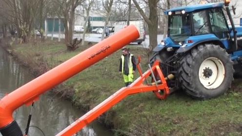 外国人种地真有一套,把拖拉机改造成灌溉机,一天能浇200亩地!