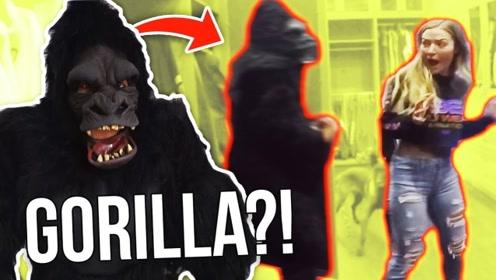 老外恶作剧:找来朋友假扮超大黑猩猩恶搞女友,结果可想而知!