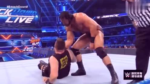 WWE:麦金泰尔太狠了,欧文斯头被用力踩了两脚,倒地不起