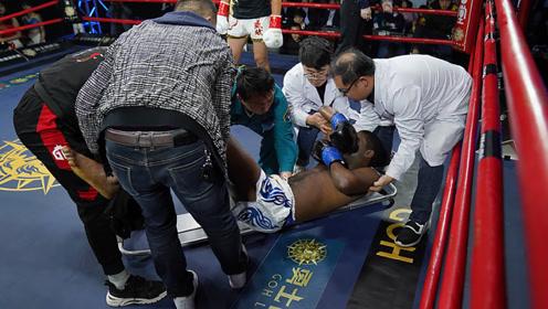 黑人小伙双脚离地飞踢 惨被中国虎将一膝KO抬下擂台