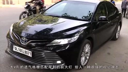 新款丰田凯美瑞上市,坐在车内后,才决定要买了!