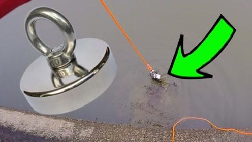 外国小哥脑洞大开用磁铁钓鱼,能成功吗?接了份河道清洁工作吧