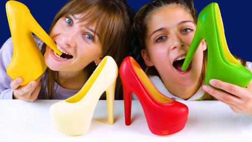 """吃播界脑洞大开的美食,姐妹俩拿着""""高跟鞋""""造型的美食吃起来,嘎嘣脆"""