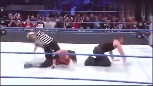 WWE:好不容易当个解说,还要被揍?这是什么道理,心疼塞纳!