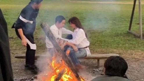 林志玲与日本老公拍婚纱照,来野外点篝火大方撒狗粮
