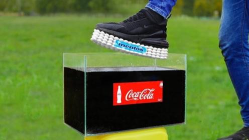 奇葩老外将鞋底沾满曼妥思,作死放进可乐中会怎样?结果太惨了!
