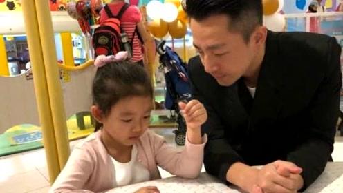 汪小菲婚后首次和兄弟旅行,商务装搭皮鞋显拘谨,因想女儿失眠