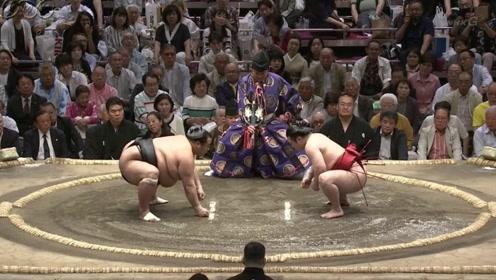 日本顶级相扑手之间的对决,别眨眼,带你见识高手是怎样过招的!