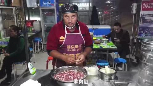 """到新疆和田夜市逛吃逛吃,最奇特的食品是""""三弹一星"""""""