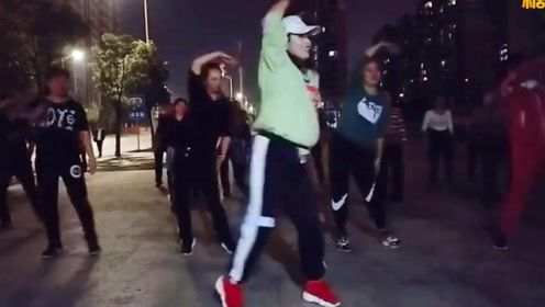 动感减肥广场舞《追梦人》网红64步简单易学流行现代舞步子舞
