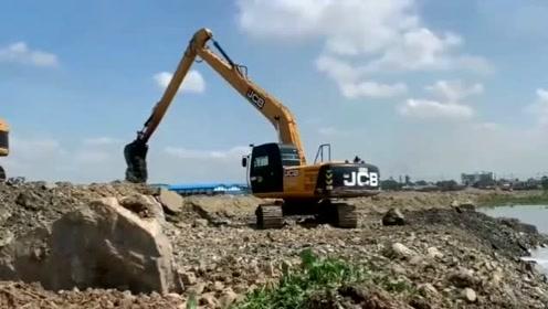 令人惊叹的JCB长距离挖掘机疏浚运河