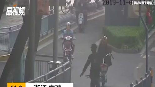 硬核违法被交警拦下!男子倒骑单车挥舞玩具声称要破吉尼斯纪录