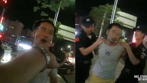 醉酒男子挑衅执法警察 警告无效后民警亮出手铐男子秒怂当场认错