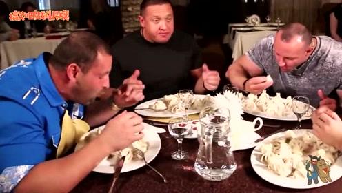 """4个人吃60个包子?战斗民族""""举重冠军""""都吃顶住了"""