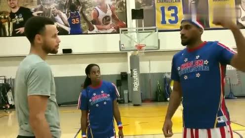 库里不务正业,和哈林篮球队玩起了花式篮球,小学生乐在其中
