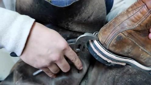 男子翻新一只50年前的皮靴,不愧是手艺人,看得我心服口服