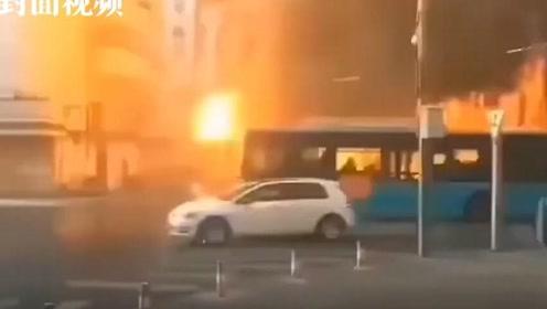 安徽蚌埠火车站附近突发大火 现场共搜救出21人