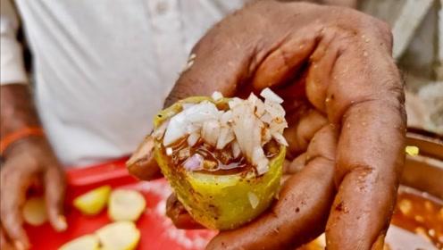 """印度街头""""土豆""""小吃,制作工序复杂又精细,网友看了并不想吃"""