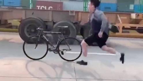 """极限小伙街头炫技,一番""""神操作"""",单车彻底被玩坏!"""