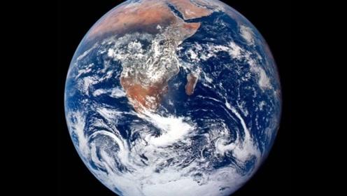怎么证明地球正在转动?将一袋石头吊在空中,镜头拍下神奇一幕