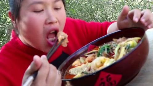 花了10块钱在家做麻辣烫,胖妹一大盆吃撑了,去饭店吃太亏了!