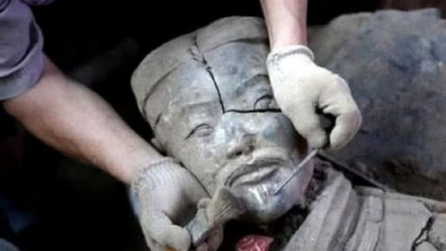 兵马俑真的是真人烧制而成吗?一尊开裂的兵马俑,解开了这个迷