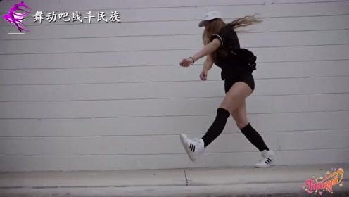 """堪比""""太空步""""!鬼步舞冠军精彩的脚法让人佩服"""