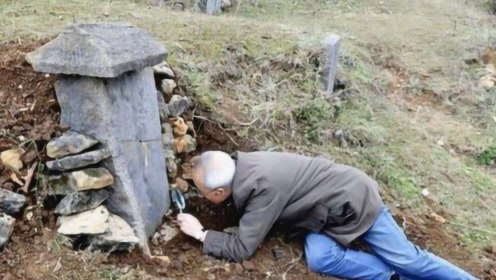 自家的祖坟农民发现很特别,家中老人不知由来,专家:你祖上是汉奸!