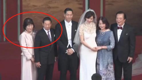 黑泽良平父母与林志玲父母登台迎娶儿媳女婿 一家人男帅女美