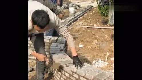 他是怎么做到把墙砌歪的,技术活一般人不会干,不服都不行!
