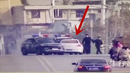 """抓捕现场!安徽民警两部警车前后夹击 盗窃犯罪嫌疑人""""束手就擒"""""""