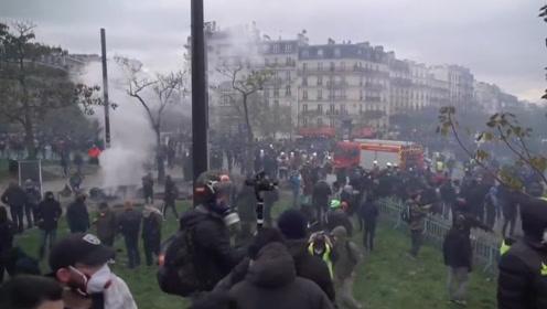 """""""黄背心""""运动一周年示威者再上街 法国内政部长怒斥:暴徒!"""