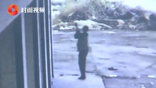 笨贼盗监控摄像头 反被拍下偷窃全过程