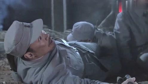 敌人扫射战士,战士直接发话了,给我拖过来
