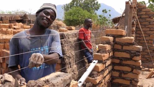 """非洲人到底有多""""懒""""?看他们怎样盖房子,懒到令人无语了"""