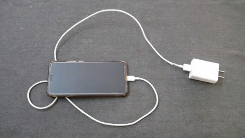 手机充电时,教你个小技巧,手机充电速度快上一倍,快速充满电量