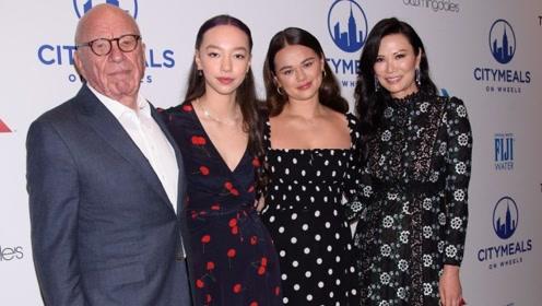 离婚后仍是家人!邓文迪与前夫默多克同框 两女儿与父亲合影超开心