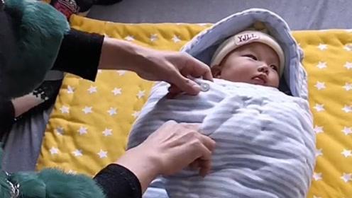 乡下婆婆的手真巧,纯手工缝制白天当包被,晚上当睡袋!