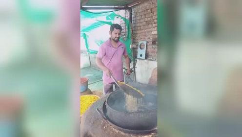 印度版的粮食放大器,这用的是柴油吧