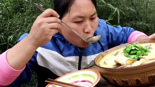 3斤泥鳅胖妹用来做豆腐汤,加点陈年老腊肉太鲜了,胖妹一整盆全吃完