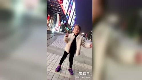 最火翻手舞,6岁小女孩跳出了最迷人的动作