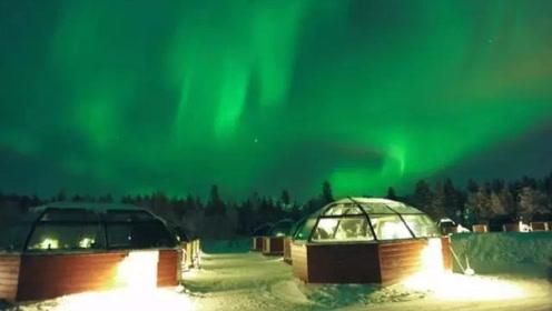 芬兰豪华的观景房,躺着就能看星空,住一晚大约3000元!是你你会住吗?