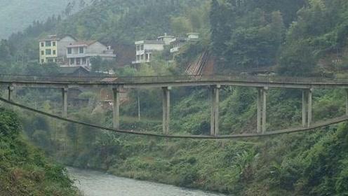 我国最怪的大桥,设计师初中文化,网友:这是施工图拿反了?