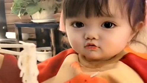 舅舅带萌宝吃西餐,接下来萌宝的吃相,让舅舅想赶紧送她回家